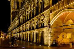 El paño Pasillo en Ypres por noche imagenes de archivo