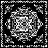 El pañuelo negro imprime, la bufanda de cuello o el pañuelo de seda Fotos de archivo