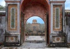 El pabellón del Stele por dentro del entierra en Tu Duc Royal Tomb, tonalidad, Vietnam fotos de archivo