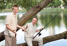 El padre con el hijo en la pesca Fotografía de archivo libre de regalías