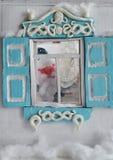 El padre Frost está mirando fuera de la ventana Fotografía de archivo