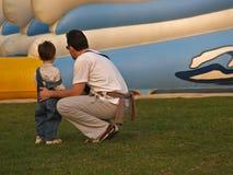 El padre quiere a su hijo Foto de archivo libre de regalías