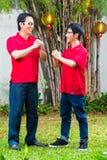 El padre y el hijo celebran Año Nuevo chino fotos de archivo