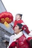 El padre y la hija celebran Año Nuevo chino Imagenes de archivo