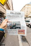 El Pais about dead of Stephen Hawking. PARIS, FRANCE - MAR 15, 2018: Male hand holding Spanish El Pais newspaper with portrait of Stephen Hawking the English royalty free stock photos