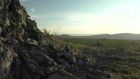 El paisaje de la montaña de la puesta del sol metrajes
