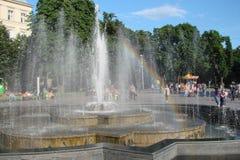 El paisaje de la vieja parte de la ciudad de Lviv en Ucrania occidental: edificios históricos, catedrales, monumentos arquitectón Fotografía de archivo libre de regalías