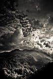 El paisaje del distrito de Sindhupalchowk en el Nepal/el borde tibetano imagenes de archivo