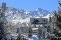 El paisaje del invierno está en el límite natural de Medeo Foto de archivo libre de regalías