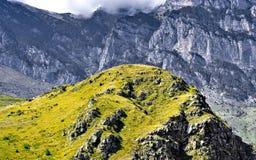 El paisaje hermoso de las montañas del Cáucaso fotos de archivo libres de regalías