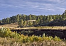 El paisaje montañoso de Siberia meridional fotos de archivo