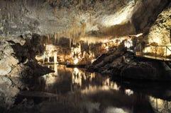 El paisaje subterráneo de la cueva del lago Fotografía de archivo