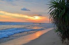 El paisaje un océano protegido puesta del sol de la India en Sri Lanka fotos de archivo