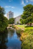 El paisaje urbano de Christchurch con el río de Avon y Clarendon se elevan fotografía de archivo