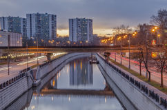 El paisaje urbano hermoso de la tarde Fotografía de archivo
