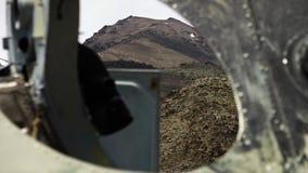 El paisaje visto a través un espacio de la ventana almacen de video