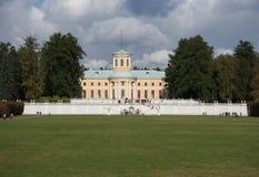 El palacio de Arhangelskoe Imagenes de archivo