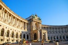 Sección del Burg de Hofburg Neue, vista de Heldenplatz, Viena fotografía de archivo