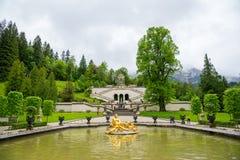 El palacio de Linderhof es un Schloss en Alemania, en Baviera del sudoeste Foto de archivo libre de regalías
