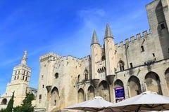 El palacio de los papas (DES Papes de Palais) en Aviñón, Francia Foto de archivo