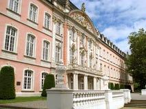 El palacio de los Príncipe-electores en el Trier, Alemania Foto de archivo libre de regalías