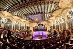 El palacio de Palau de la Musica Catalana de la música catalana que una sala de conciertos diseñó en el estilo catalán del modern imagenes de archivo