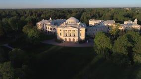 El palacio de Pavlovsk, puede igualando el vídeo aéreo St Petersburg, Rusia metrajes