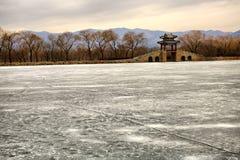 El palacio de verano por la tarde de la puesta del sol del invierno Foto de archivo