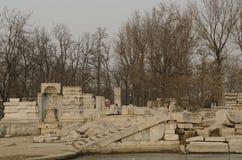 El palacio de verano viejo, Yuan Ming Yuan los jardines de los jardines imperiales perfectos de Dashuifa Guanshuifa del brillo en Imagen de archivo libre de regalías
