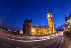 El palacio de Westminster Big Ben en la noche, Londres Fotos de archivo
