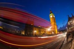El palacio de Westminster Big Ben en la noche, Londres Imagenes de archivo