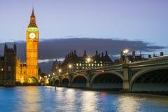 El palacio de Westminster Big Ben en la noche, Londres, Inglaterra, Reino Unido Fotografía de archivo libre de regalías