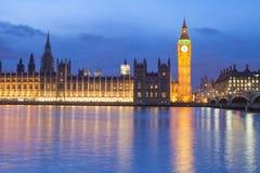 El palacio de Westminster Big Ben en la noche, Londres, Inglaterra, Reino Unido Foto de archivo