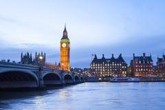 El palacio de Westminster Big Ben en la noche, Londres, Inglaterra, Reino Unido Imágenes de archivo libres de regalías