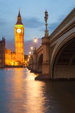 El palacio de Westminster Big Ben en la noche, Londres, Inglaterra, Reino Unido Foto de archivo libre de regalías