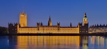 El palacio de Westminster en la oscuridad Fotografía de archivo libre de regalías