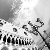 El palacio del dux en arquitectura del Veneciano-estilo en Venecia Imágenes de archivo libres de regalías