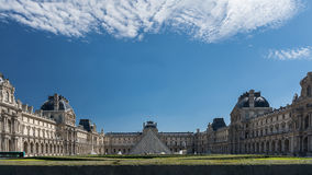 El palacio del Louvre Fotografía de archivo libre de regalías