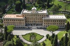 El palacio del ` s del gobernador en jardines del Vaticano Seat de la Comisión pontifical para el Estado de la Ciudad del Vatican imagen de archivo