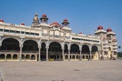 El palacio famoso de Mysore en Mysore en la India imagen de archivo