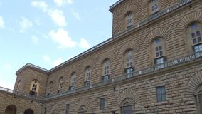 El palacio famoso de Pitti en la ciudad de Florencia llamó Palazzo Pitti - Toscana almacen de metraje de vídeo