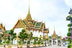 El palacio magnífico es señal en Tailandia fotografía de archivo