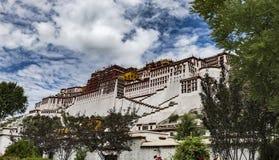El palacio Potala en Lasa, Tíbet Foto de archivo libre de regalías
