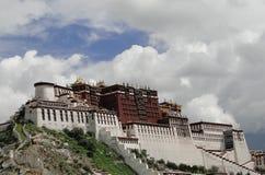 El palacio Potala en región de Lasa, Tíbet Imagen de archivo