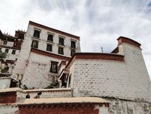 El palacio Potala en región de Lasa, Tíbet Imagenes de archivo