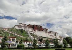 El palacio Potala en región de Lasa, Tíbet Imagen de archivo libre de regalías
