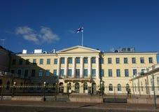 El palacio presidencial y sus guardias en Helsinki, Finlandia Fotografía de archivo libre de regalías