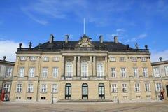 El palacio real de Amalienborg en Dinamarca Imagen de archivo libre de regalías