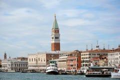 El palacio y el campanil del dux en Venecia - Italia Imagenes de archivo
