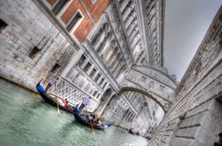 El palacio y el canal del dux con Gandolas, Venecia, Italia (HDR) Fotografía de archivo libre de regalías